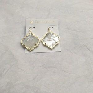 🆕Kendra Scott Kirsten Gold Earring In Ivory Pearl